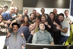 Además, usaron photoshop para poner a personajes junto a su grupo de amigos Foto:Imgur / Reddit