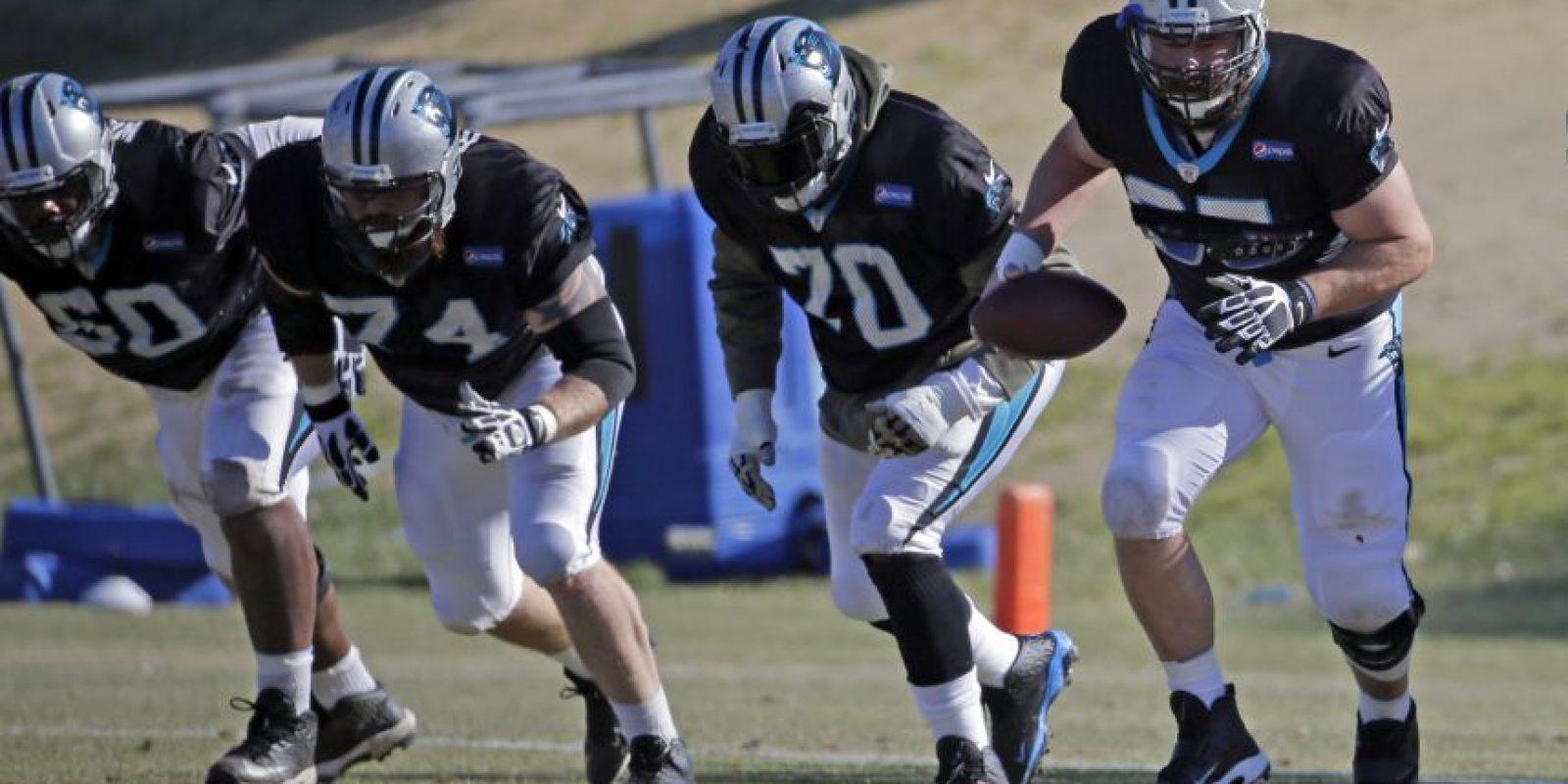 Varios jugadores del los Carolina Panthers en un entreno. Foto:AP