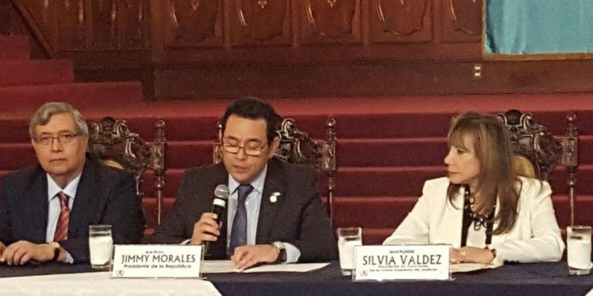 Presidente Jimmy Morales menciona que se devolvió 10% de las medicinas vencidas