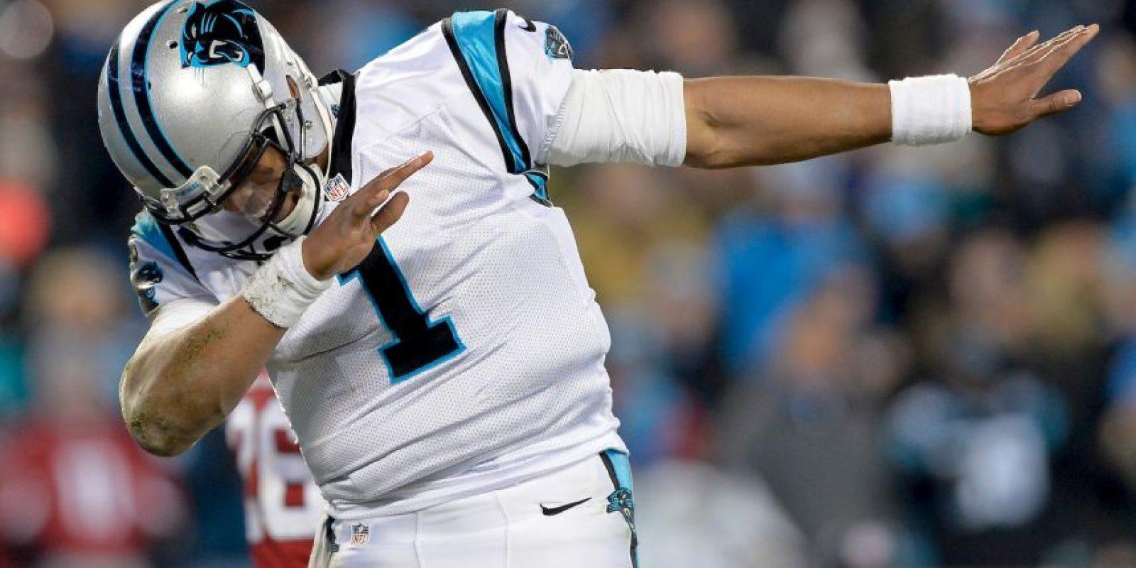 Pero Cam Newton, mariscal de campo de las Panteras, ya representa a la nueva generación de quarterbacks Foto:Getty Images