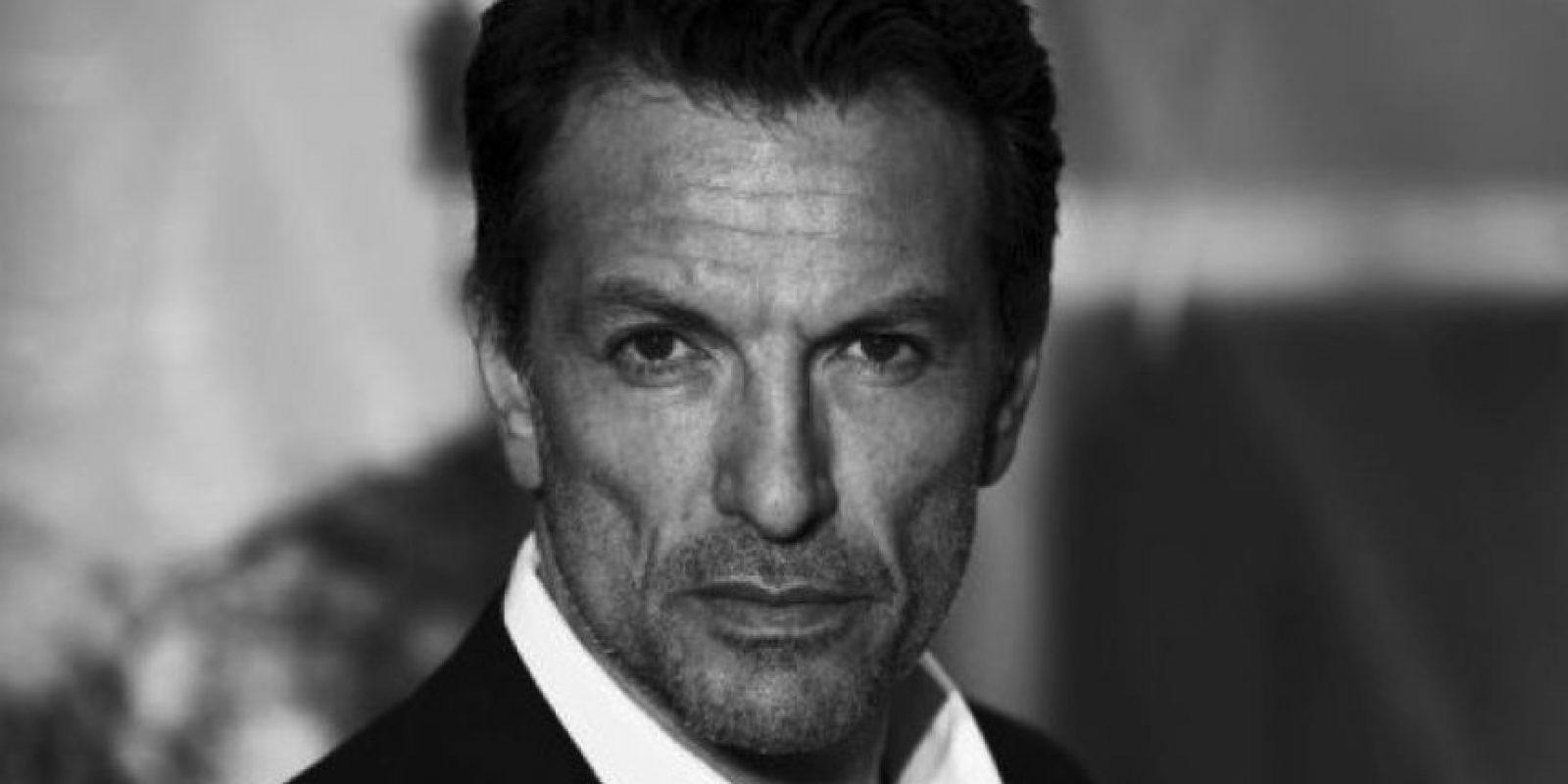 """Ahora tiene 52 años y es más recordado por su aparición en la película """"Ángeles y demonios"""" Foto:IMBD"""