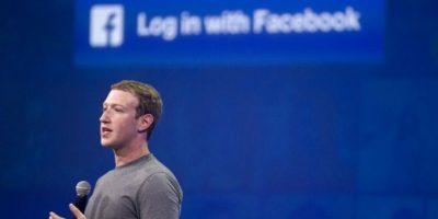 El fundador de Facebook, Mark Zuckerberg, dando un discurso sobre la red social más importante del mundo. Foto:AFP