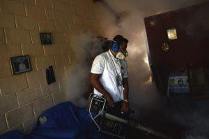 Las autoridades sanitarias continúan buscando una vacuna contra el virus. Foto:AFP