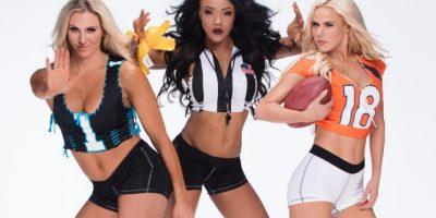 Lana, Charlotte y Sasha Banks posaron ante las cámaras al estilo del fútbol americano. Foto:WWE