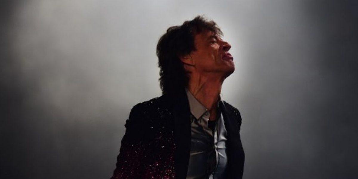Rolling Stones agasajados en Argentina con pastel de papa y flores