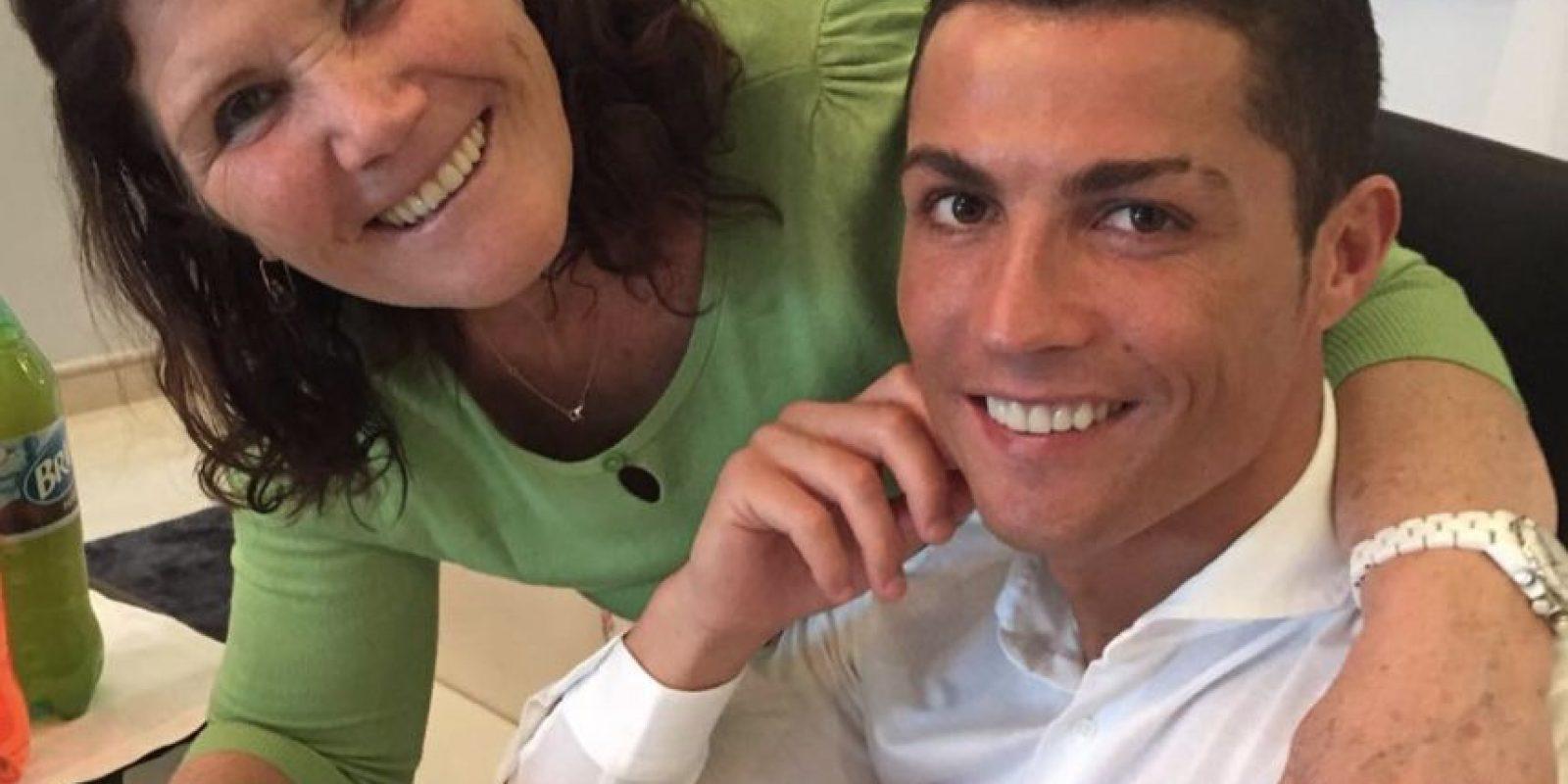 3. Adora a su madre Foto:Vía instagram.com/doloresaveiroofficial