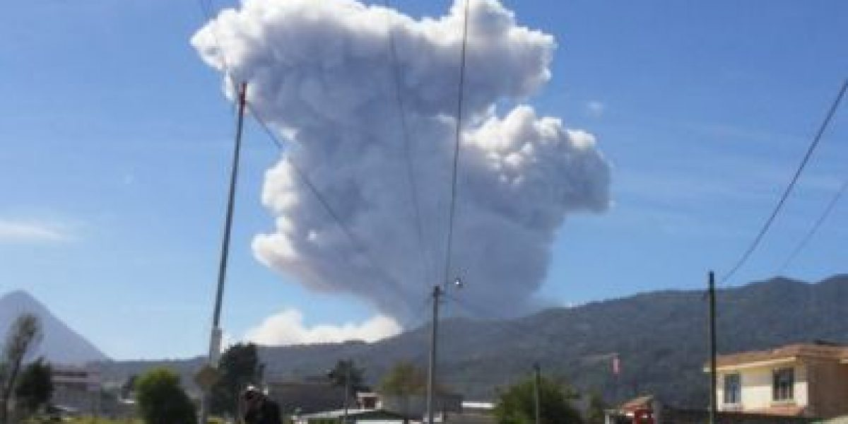 Usuarios comparten erupción del volcán Santiaguito