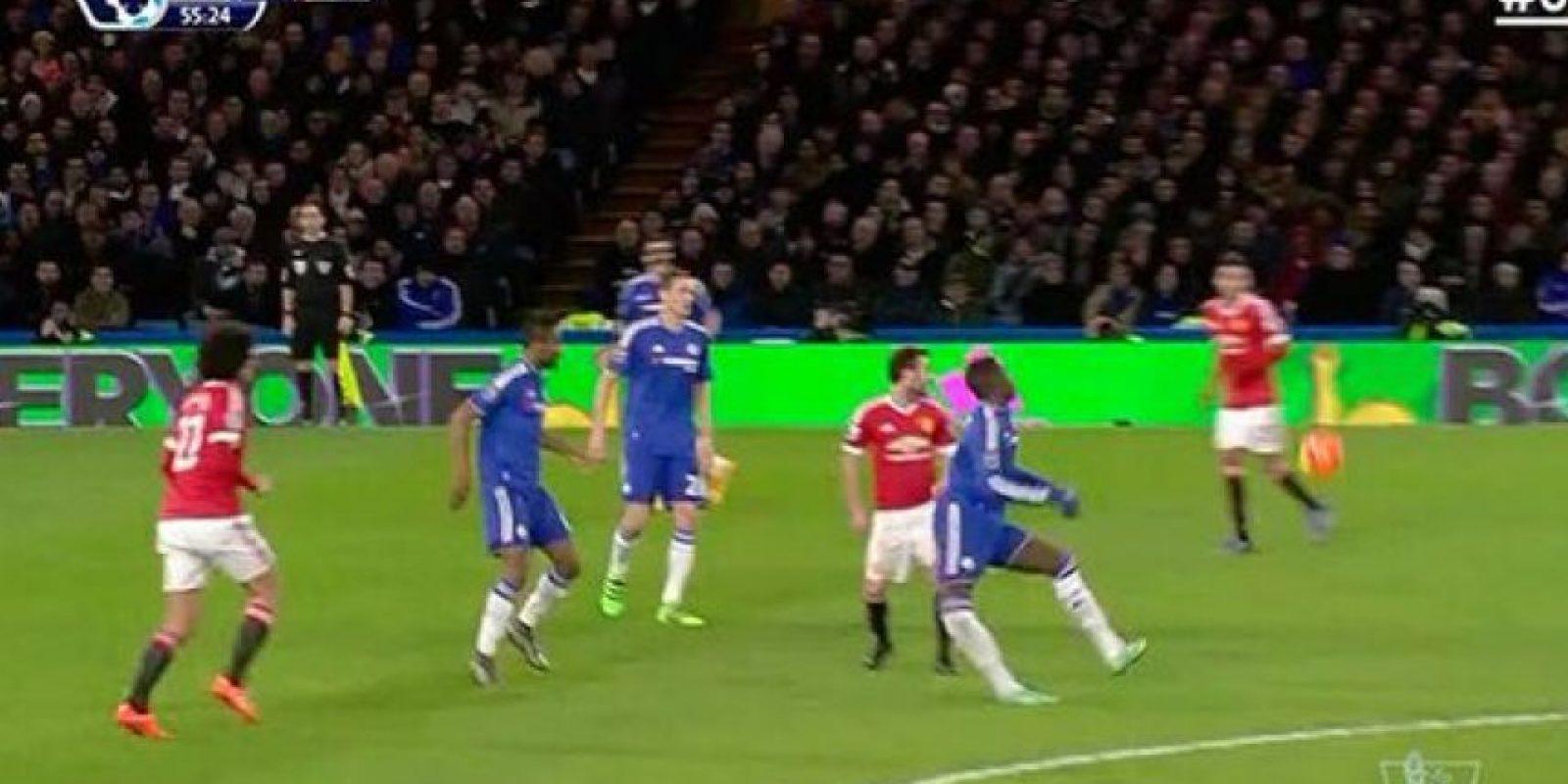 Esta escalofriante lesión en la Premier League conmocionó las redes sociales. Foto:Vía twitter.com