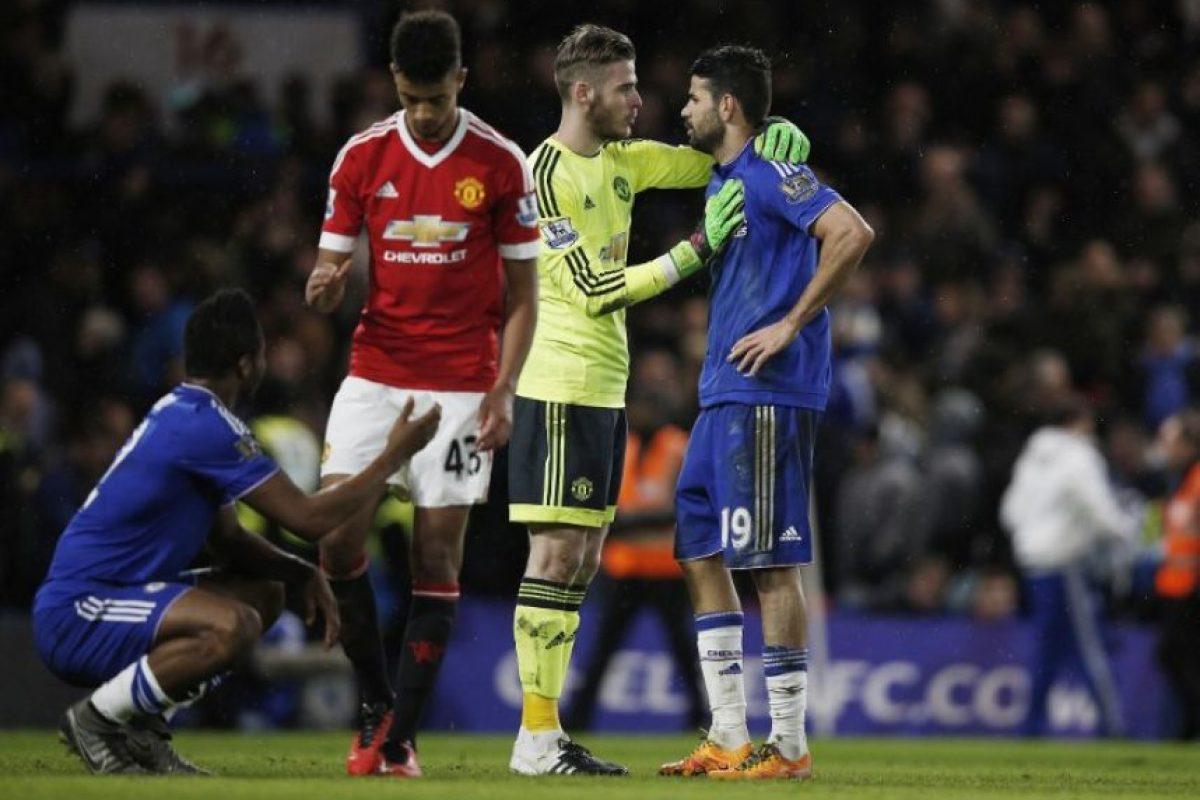 David De Gea, del Manchester United, conversa con Diego Costa, del Chelsea. Foto:AFP