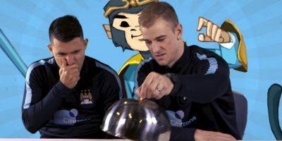 Para esto invitó a varios jugadores, entre ellos Sergio Aguero y Joe Hart. Foto:YouTube Manchester City FC