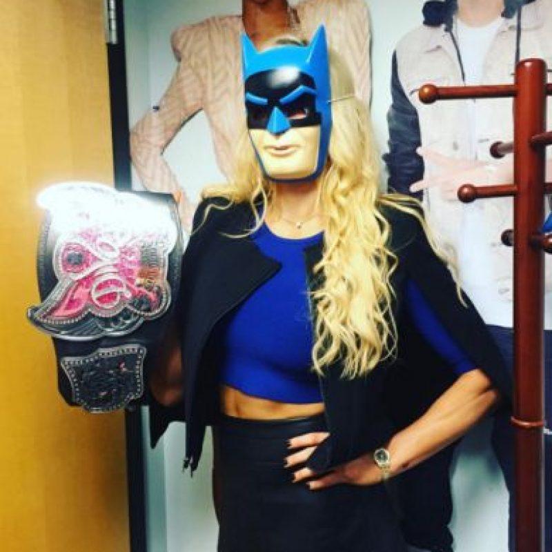 12. La campeona de las Divas también se vistió de Batman. Foto:Vía instagram.com/charlottewwe