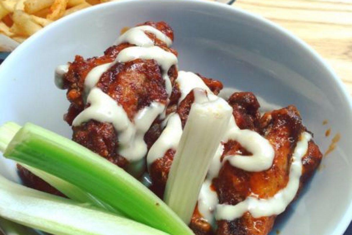 Según el Consejo Nacional de Pollo de Estados Unidos, se consumirán 1.3 millones de alitas. Foto:Vía instagram.com/explore/tags/hotwings