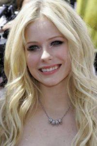 Avril Lavigne no se ha arreglado la boca desde joven. Foto:vía Getty Images