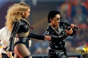 Bruno Mars y Beyoncé hicieron un dueto con sus éxitos. Foto:Getty Images