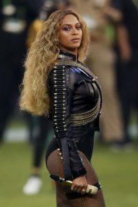 """La cantante norteamericana interpretó """"Crazy in love"""". Foto:Getty Images"""