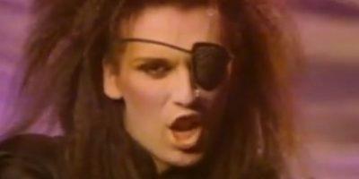 FOTOS. ¿Qué se hizo en el rostro el cantante Pete Burns?