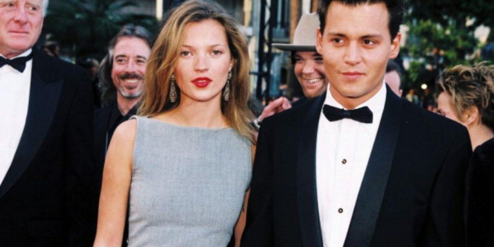 Él le llevaba once años. Ella tenía veintiuno. Se conocieron en 1994, en el Café Tabac de Nueva York. Foto:vía Getty Images