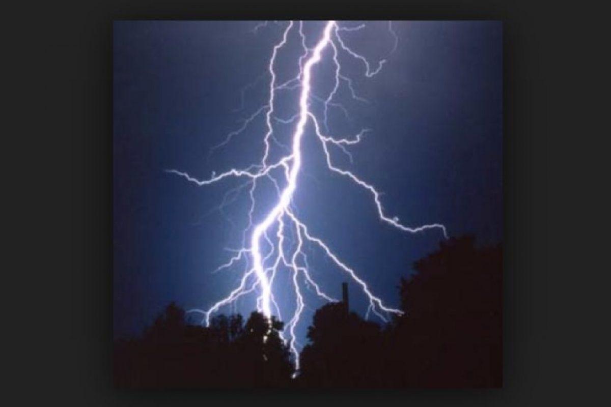 En promedio, cada año, 25 millones de rayos golpean la Tierra. Foto:Vía Pinterest