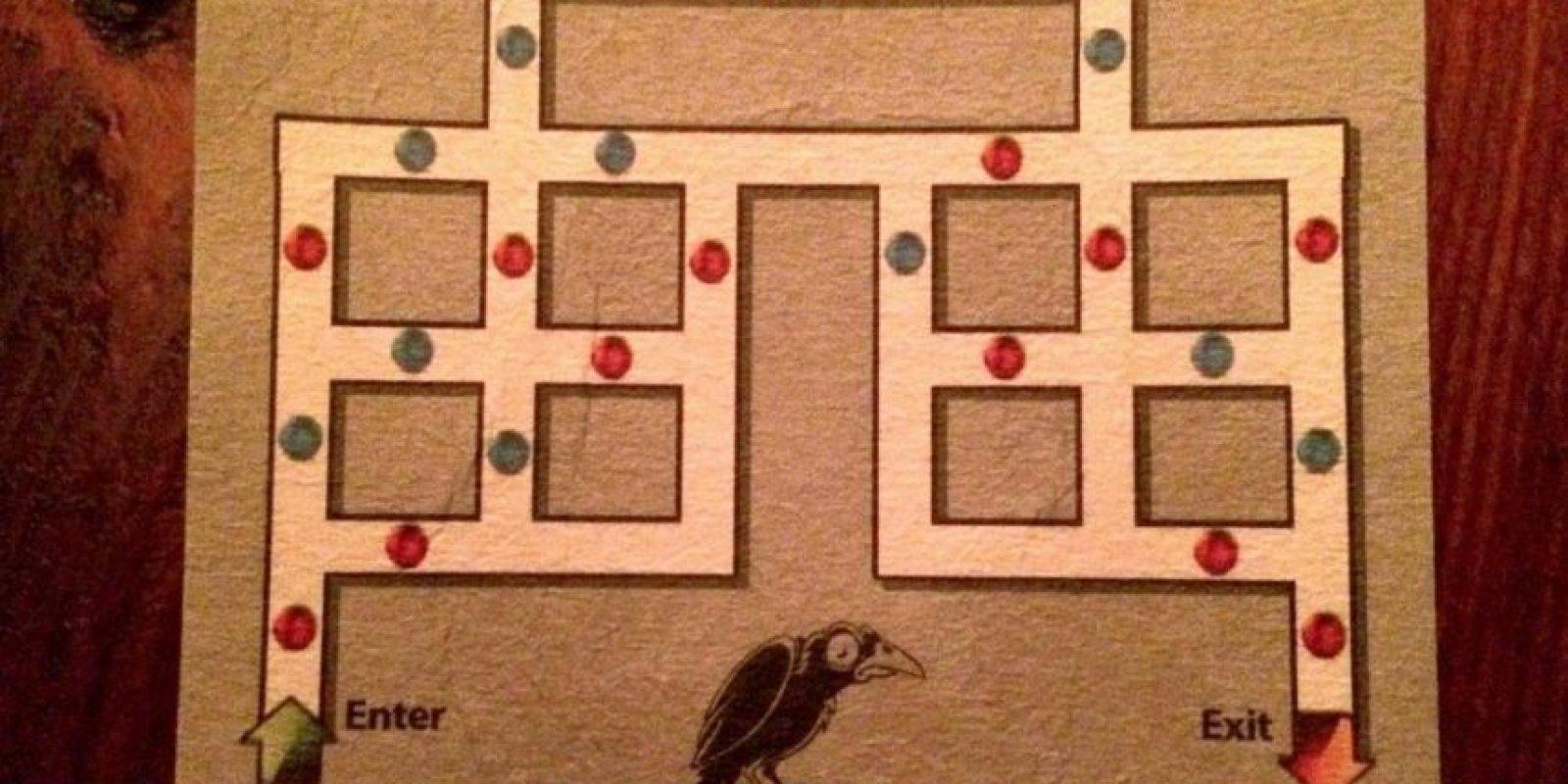 Para salir deben de ir por el camino usando un punto rojo seguido de un azul. Foto:acertijosyenigmas.com