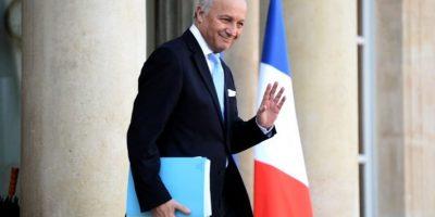 El ministro de Relaciones Exteriores de Francia, Laurent Fabius, saludando tras un encuentro. Foto:AFP