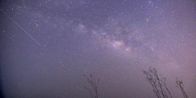 Decenas de meteoros cruzan el cielo estrellado. Foto:AFP
