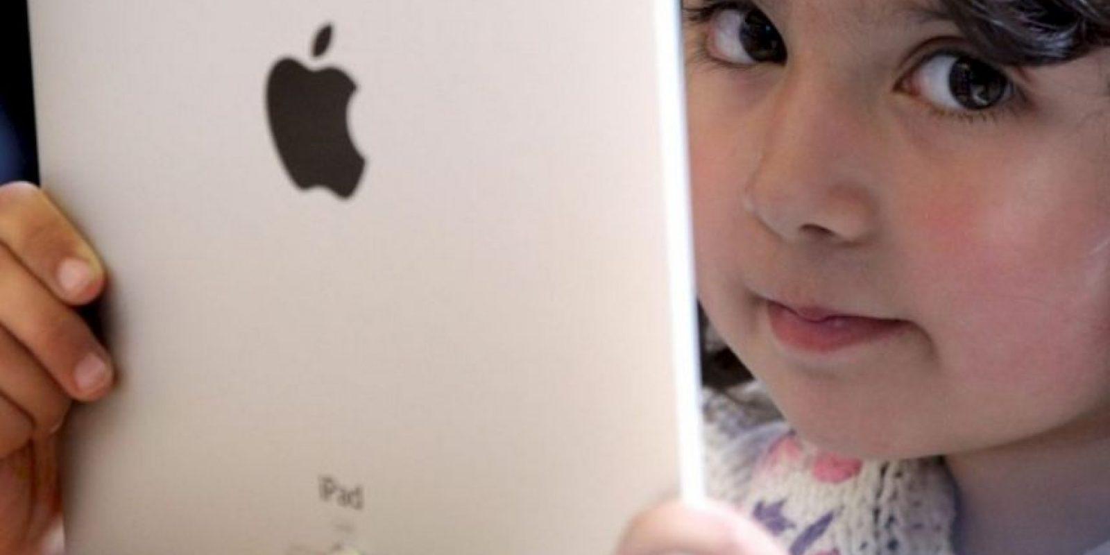 """Distintos estudios realizados por consultorías señalan que la gente consulta el teléfono al menos 100 veces al día, informó """"BBC"""". Foto:Getty Images"""