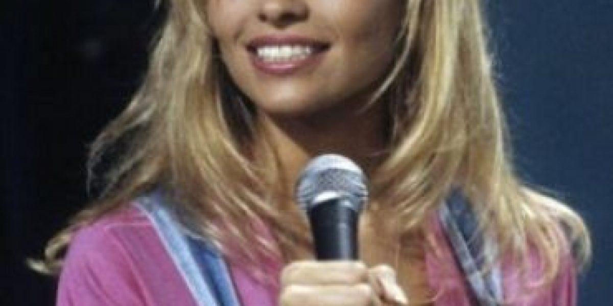 Pamela Anderson luce impactante cambio de look, descubran por qué