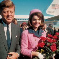 Jackie Kennedy, con el vestido rosa que usó en Dallas, en 1963, el día en que asesinaron a su marido, el presidente John F. Kennedy. Foto:vía Getty Images
