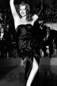 """Rita Hayworth en """"Gilda"""" , de 1946, definió el arquetipo de mujer sensual, al hacer un """"stiptease"""" comenzando con sus guantes de seda. Ella inspiró a """"Jessica Rabbit"""". Foto:vía Getty Images"""