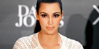 Kim es captada con un look de Cruella de Vil, mostrando sus gorditos y más