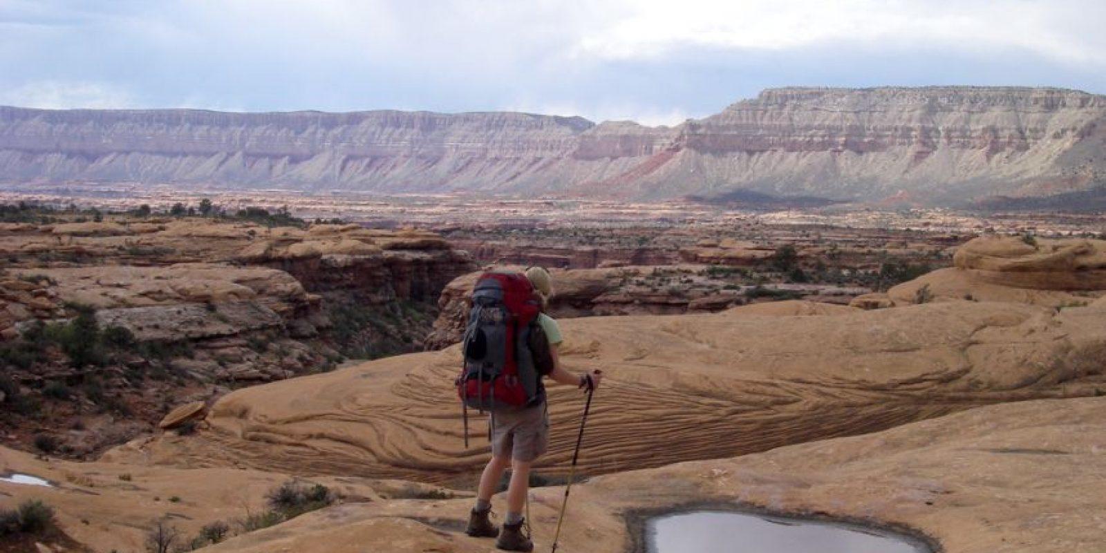 Hagan la maleta pensando que tendrá que cargar con la mochila a la espalda. Foto:Flickr