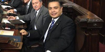 Diputado oficialista critica de doble moral a la UNE