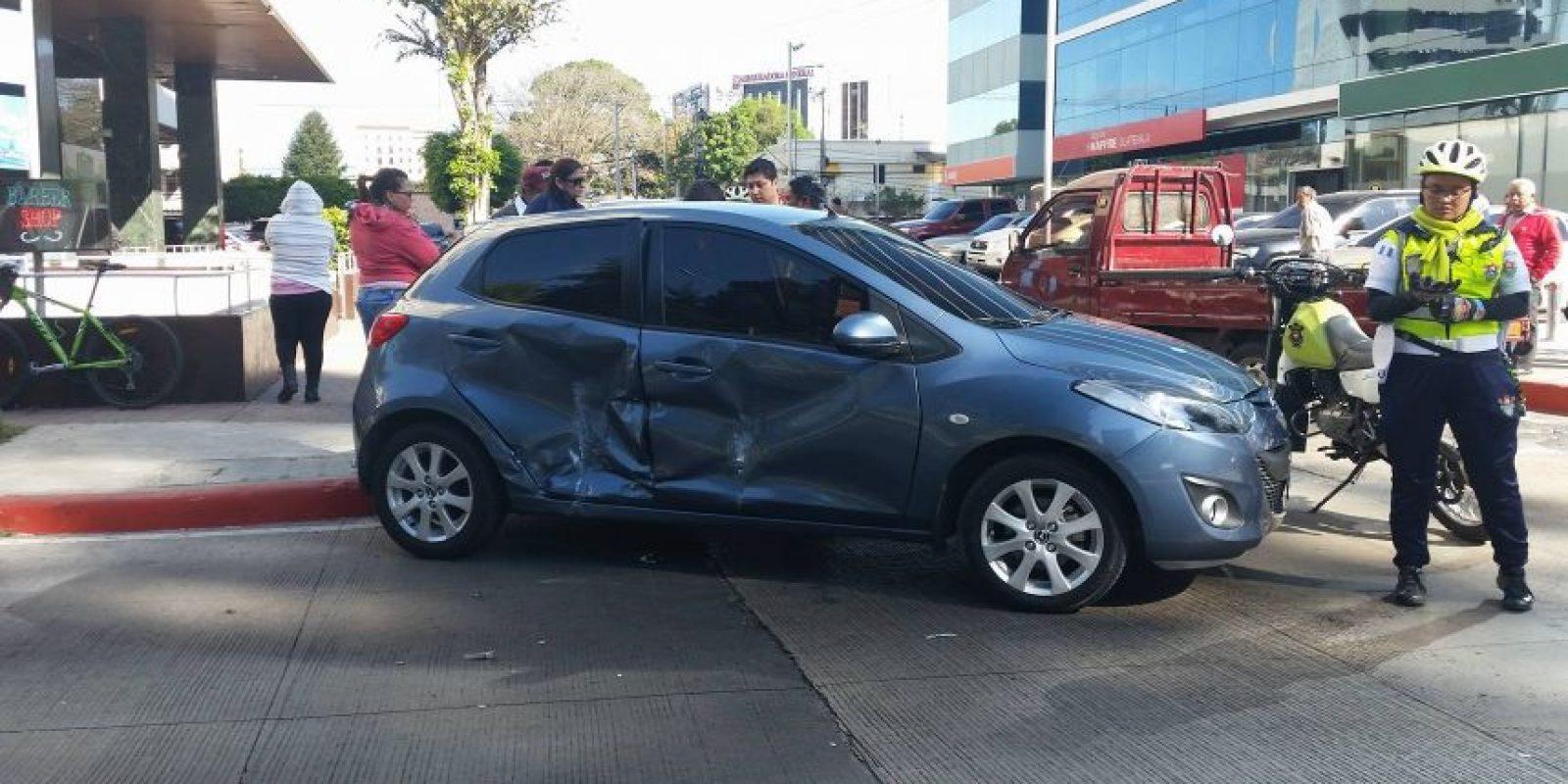 Vehículo dañado por un choque en la 9 Calle, Avenida Reforma, de la Zona 10. Foto:Publinews
