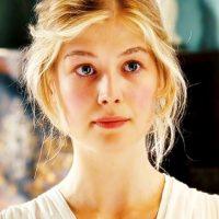 """Rosamund Pike era """"Jane Bennet"""", la más bella y noble de las hermanas. Foto:vía StudioCanal"""