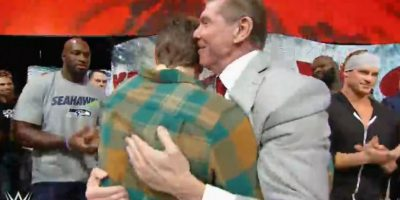 Luego de que Vince McMahon abrazara a Bryan Foto:WWE