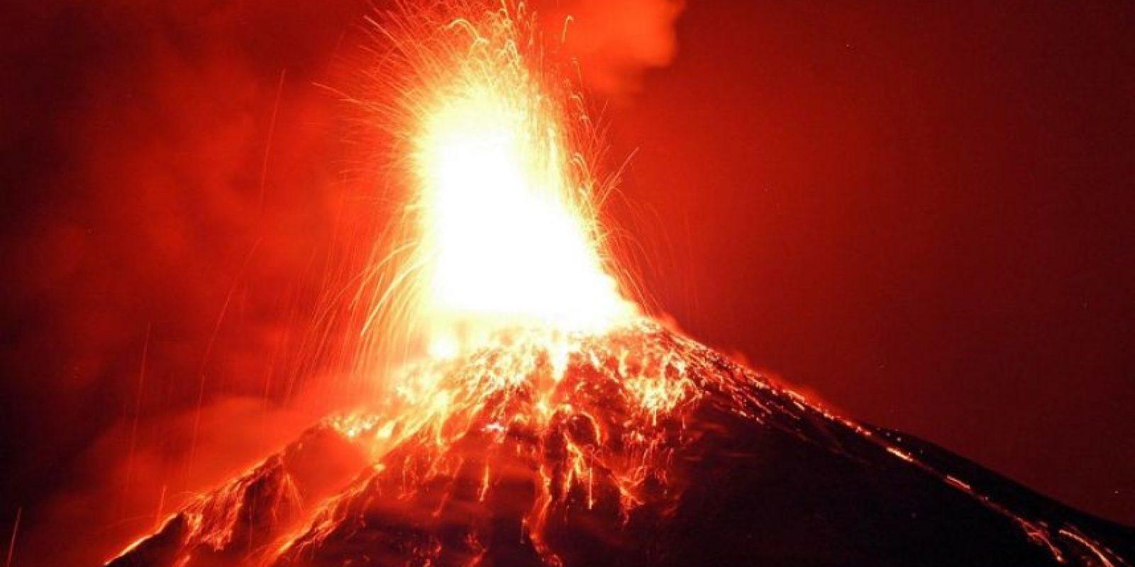El volcán de Fuego, en Guatemala, registra una fuerte erupción. Foto:AFP