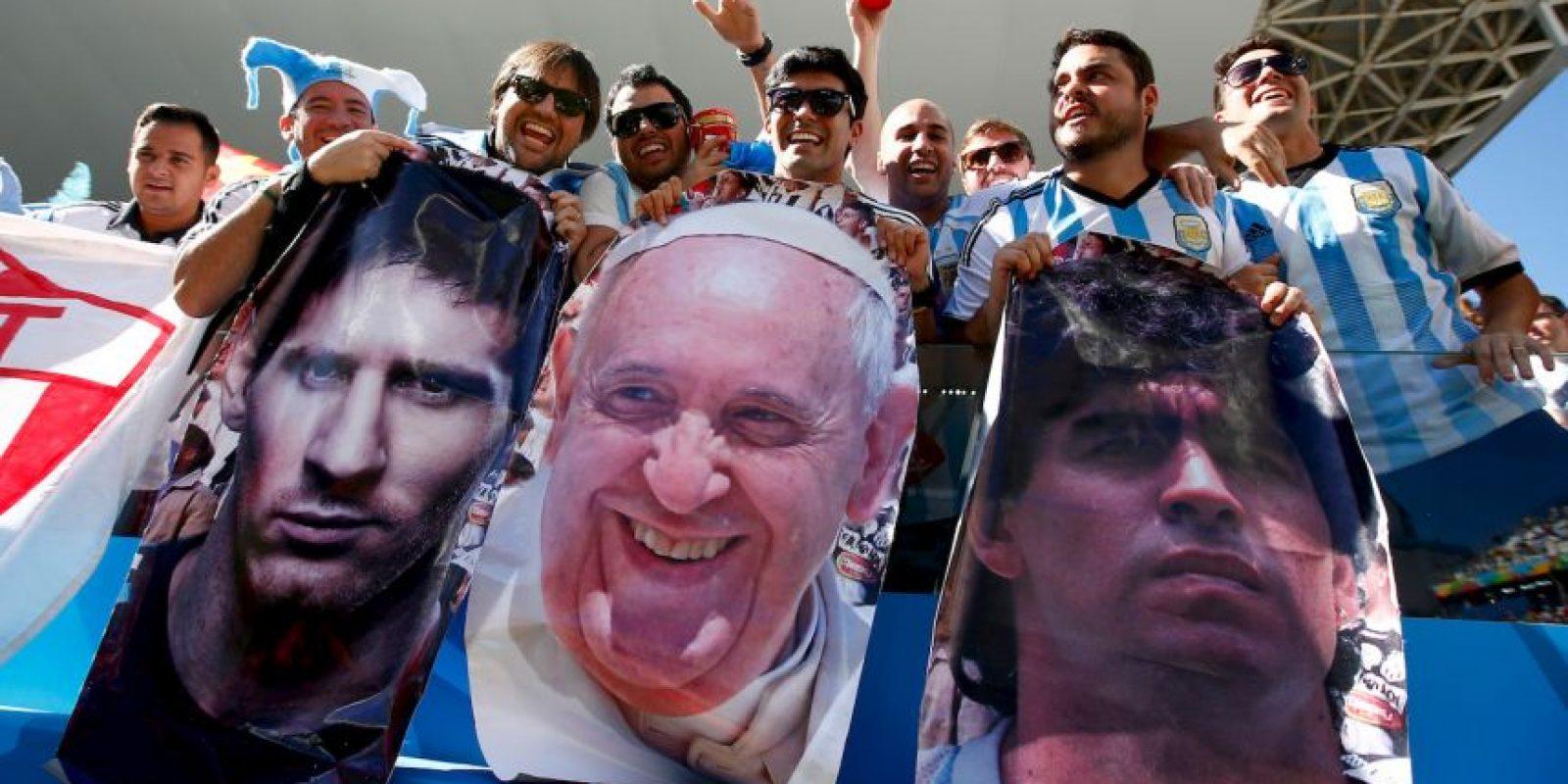 Fue una figura en las gradas durante el Mundial Brasil 2014, junto a Messi y Maradona. Foto:Getty Images
