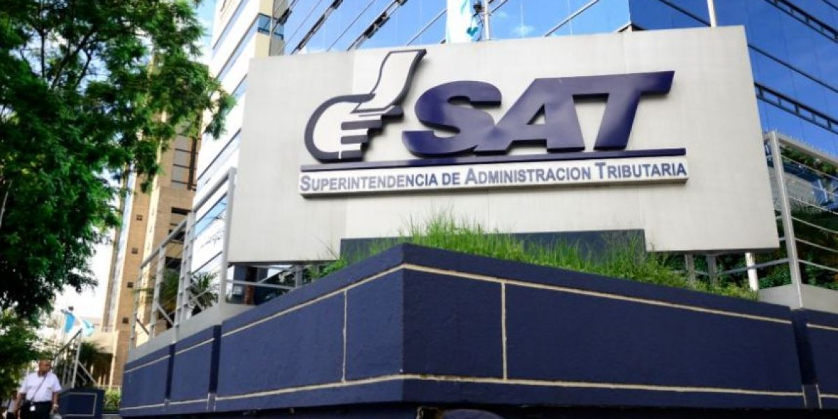 Por #CasoLaLínea, capturan a dos funcionarios de la SAT
