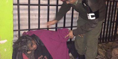 """El Ejército da """"una mano de calor"""" en las calles"""