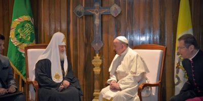 El patriarca Kirill y el papa Francisco durante una reunión en Cuba. Foto:AFP