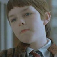 """Nicholas Hoult lucía rarísimo en """"Un gran chico"""". Foto:vía BBC"""