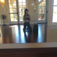 Ambas lucen un abdomen plano envidiable Foto:Vía Instagram/@koutneykardashian