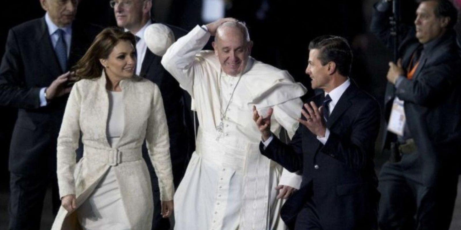 Para su bienvenida se presento el presidente mexicano Enrique Paña Nieto y su esposa Angélica Rivera. Foto:AP