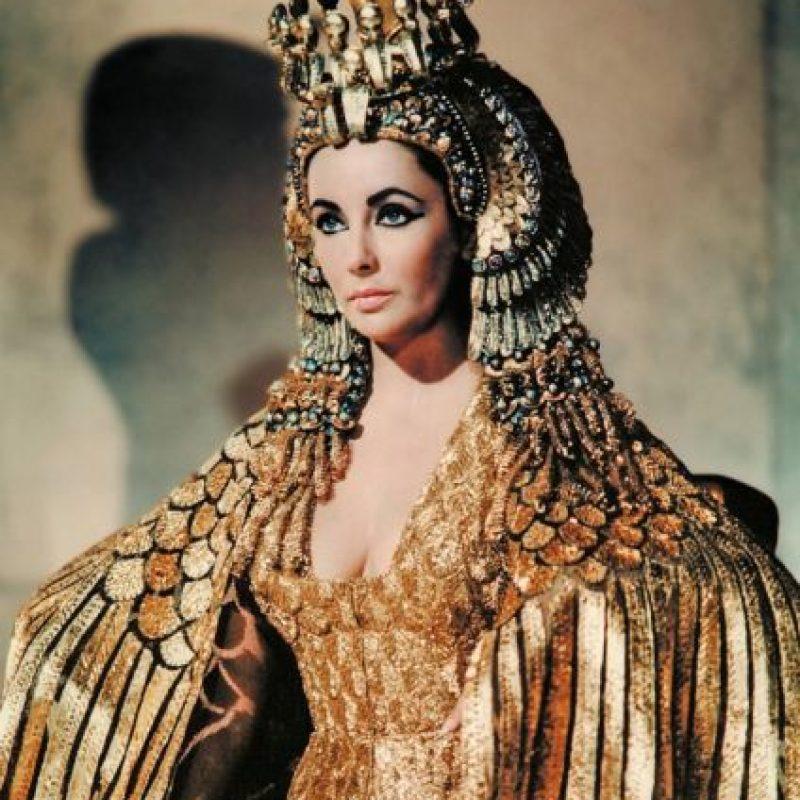 """Elizabeth Taylor como """"Cleopatra"""" en 1963. Foto:vía Getty Images"""
