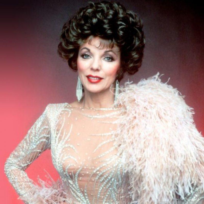 """Joan Collins con sus fastuosos vestidos en """"Dinastía"""". Foto:vía Getty Images"""