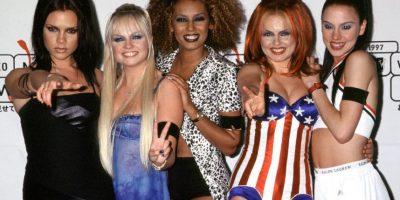 Las Spice Girls impusieron las minifaldas, los vestidos de tirantas y las plataformas. Foto:vía Getty Images
