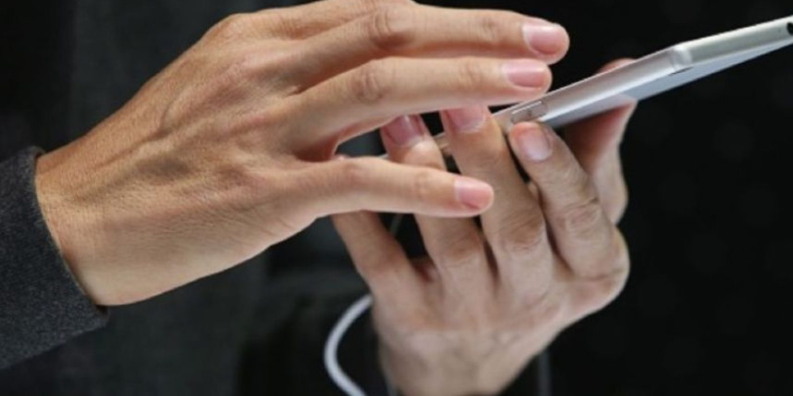 Para aislar el problema, pueden probar con otro equipo. Usen el cable USB que venía con su dispositivo u otro cable USB de Apple, conecten el cable directamente a un puerto USB distinto de la computadora (no lo conecten al teclado) o prueben con una computadora distinta. Foto:Getty Images