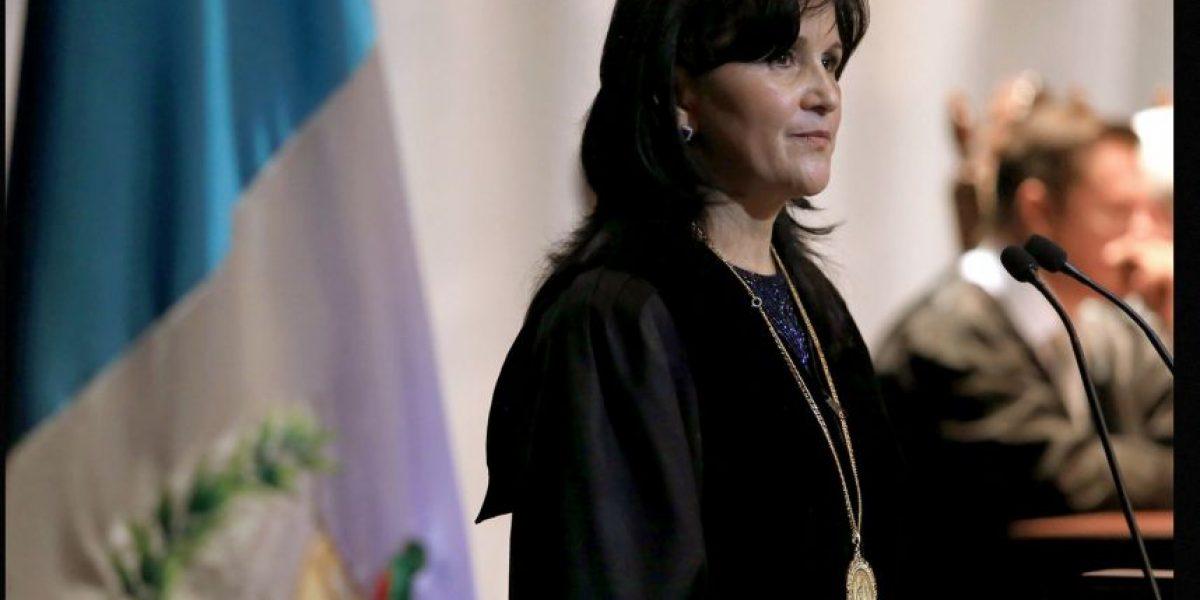 Gloria Porras se postula en la Usac y en el Congreso para reelección en la CC