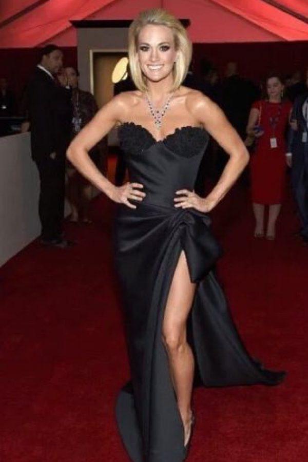 "Carrie Underwood, luciendo muy ""Angelina"" a su manera. Foto:vía Getty Images"
