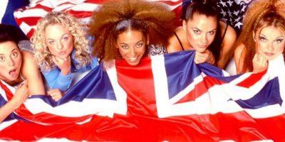 """""""Spice Girl"""" presume sus curvas en diminuto bikini"""
